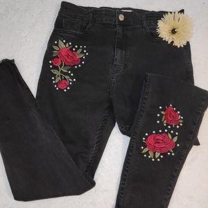 FOREVER 21 embroidered black skinny jeans
